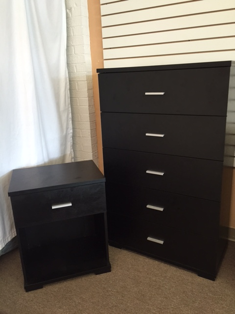 Gently used 5-drawer chest with matching nightstand only $129